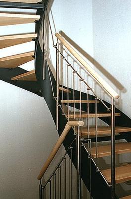 stahlwangen treppen mit edelstahl oder stahlgel nder. Black Bedroom Furniture Sets. Home Design Ideas